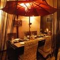 ■貸切は完全個室可能♪基本は半個室です。カーテンで仕切られたテーブル席の半個室空間は、2名様~16名様まででご用意!16名様以上の団体様はフロア貸切も可能。(予約状況によりますので、予めお問い合わせ下さい)温かい照明に包まれて、美味しいお料理とお酒をお楽しみ下さい☆■