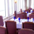 ベージュ、茶を基調にした落ち着いた室内は、グランドピアノ、音響を完備し、70名様までのパーティールームとしても人気のフロア。