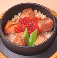 【本格釜飯】お店で丁寧に炊き上げるアツアツの釜飯