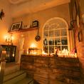 ゆらめく蝋燭は幻想的な店内に暖かみを加えます!女子会やデートなどのプライベートシーンに!