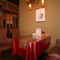 和洋折衷なノスタルジックな空間のソファー席で創作洋食をお楽しみいただけます♪