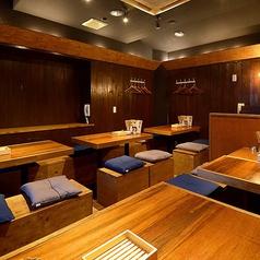 【禁煙】2~4名様迄着席可能なテーブル席は全部で5卓ご用意。全ての席が連結可能なので、最大20名様までOK★少人数での飲み会、女子会、誕生日会などのご利用に最適です!KITSUNEはリーズナブルな飲み放題付き宴会コースもご用意♪飲み放題が付いて3,500円~とコスパ抜群です♪
