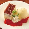 料理メニュー写真アサイーとチアシードのケーキ