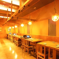 JR各線大崎駅徒歩3分、落ち着いた雰囲気の店内。