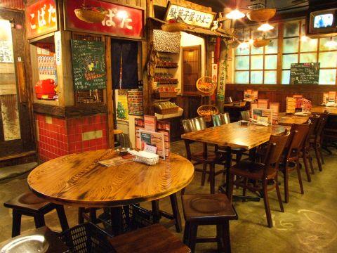 昭和レトロな雰囲気がGood!池袋の北口・西口からすぐ…ワイワイ楽しめる駄菓子バー