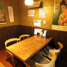 【3~4名席】レトロな雰囲気をお楽しみ下さい!半個室タイプのテーブル席をご用意。人数にあわせて組み合わせ致します!
