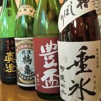 厳選された日本酒の数々。店主が自分の舌で選んだ拘り有