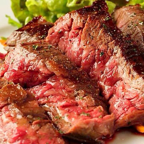 お肉料理が楽しめ、超希少(和牛の中で2%の流通)なあか毛和牛が食べられる居酒屋。