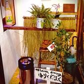 沖縄のイメージを持っていただけるような店内となっております♪沖縄のガイドブックも御用意♪時間が合えば素敵な三味線も聞けるかも!?