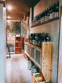 入り口からワインセラー、焼酎が並んでいます。