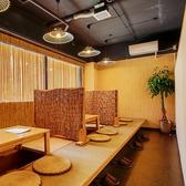 壁が目隠しになるので完全個室でなくてもプライベートの雰囲気が味わえる。