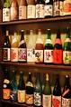 店内入り口では自慢のお酒たちがお客様をお出迎えいたします!新潟地酒はもちろん、ビール、カクテル、ワイン、焼酎など300種類以上を取りそろえ★
