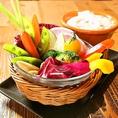 【肉だけじゃない!多彩なサイドメニューも充実♪】女子の注文率◎季節野菜のグリルのバーニャカウダ890円(税抜)がオススメ!その他、パルミジャーノのシーザーサラダ、ベーコンポテトサラダinゴルゴンゾーラ、本日の前菜5種盛合せなどご用意!美味しい時間をご提供!