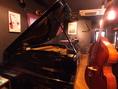 ピアノ、 ウッドベース