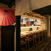 オープンキッチンで高級感溢れるカウンターで料理を堪能
