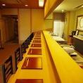 凛とした空間…少人数でしたらカウンター席も人気。目の前で職人が調理。