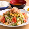 料理メニュー写真ゴーヤートマト揚げ豆腐のチャンプルー定食
