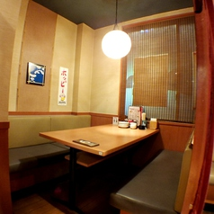 ボックス風の半個室。ゆったり飲みたいとき、そして靴を脱ぎたくない時はこちらのお席へ!
