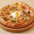 料理メニュー写真ミニピザ simizuyaミートと3種キノコ