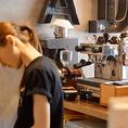 ランチタイムにはカフェとして営業しており、美味しいコーヒーをはじめとするドリンクやリーズナブルな価格のお料理をご提供しております。女性に大人気のヘルシードリンクもご用意しておりますので、栄でランチのご予定がございましたら、ぜひ当店へお越しください!