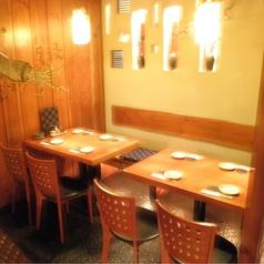 4名様用テーブル席をご用意しております。デートや女子会、会社帰りなど様々なシーンにお使い下さい。