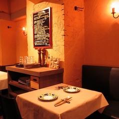 【テーブル席2名席×1】優しい雰囲気に、親しみやすい接客、絶品お料理に種類豊富なドリンクと大満足間違いなし。お気軽にお立ち食べログ寄りください。