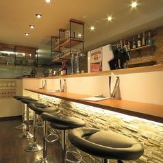 キッチンの目の前のカウンターと大きな窓から外を眺めれるカウンターの2種類ございます。