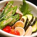 料理メニュー写真季節野菜とゆで卵の塩麹漬け