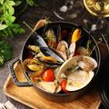 料理メニュー写真活きムール貝とハマグリの白ワイン蒸し