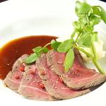 ARASHI自慢の国産黒毛和牛の熟成肉を心行くまでお楽しみください。