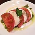 料理メニュー写真トマトのカプレーゼサラダ