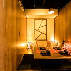 個室席なので周りを気にすることなくのんびりとお食事を堪能できます。日本では珍しい『お粥鍋』を味わえる、数少ない専門店『しゃぶしゃぶ 母米粥』でぜひ自慢の逸品をご賞味ください。
