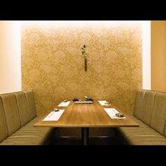お店の一番奥に隠れた完全個室。大切な人との記念日、友達や仲間との飲み会など、使える用途は色々。他の席とは離れたVIPな空間を味わって下さい。