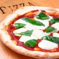 料理メニュー写真トマトとバジルのマルゲリータ