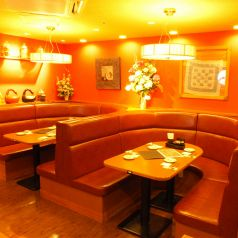 一番人気はこちらのソファー席。女子会・ご家族でのお食事会にもぜひご利用下さい。