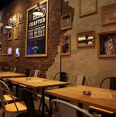 アーリーアメリカンな店内を堪能できるテーブル席♪SNSなどのお写真にも、おすすめの内装にうっとり。人数に応じて、変更しますので、大人数でもご利用ください!