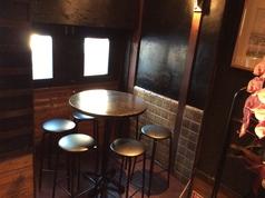 半個室の入り口付近の最大6名様テーブル。