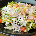 料理メニュー写真温玉のっけのシーザーサラダ