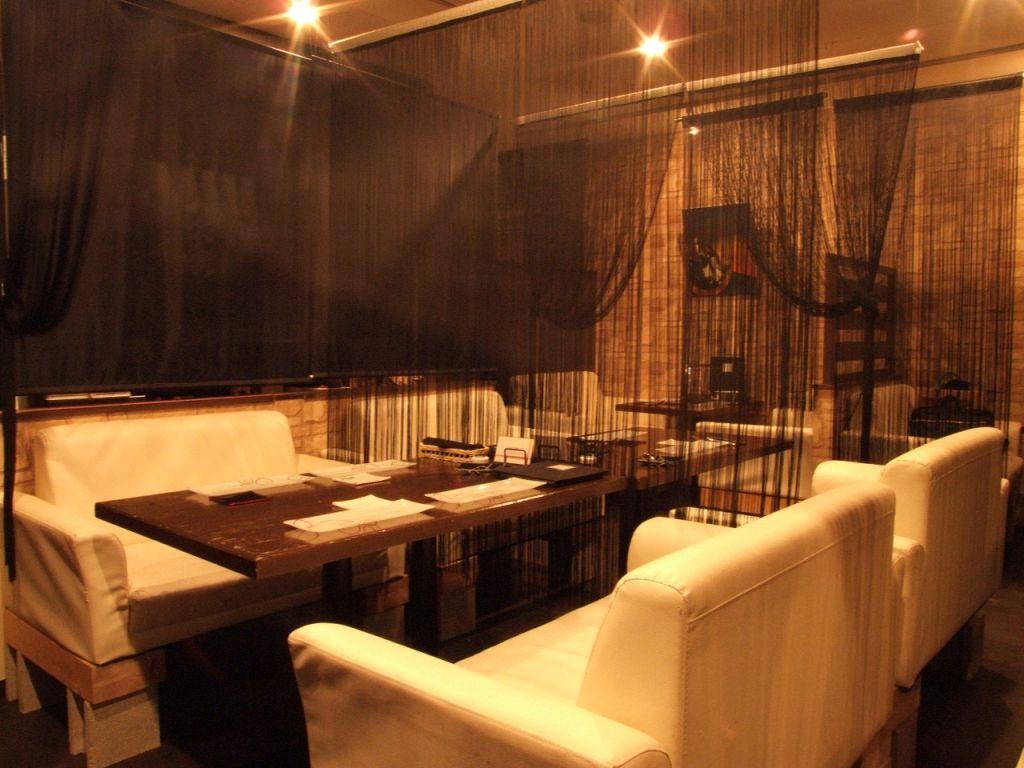 全席ソファのオシャレ空間♪貸切は最大40名まで対応可。人数に合わせたお席をご用意いたします!