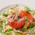 料理メニュー写真ごろっと海鮮入り トマト箱のカルパッチョ