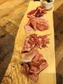 料理メニュー写真イタリア産 生ハムとサラミの盛り合わせ