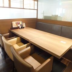 テーブル4名様席 ソファーもございます