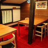 2階のテーブル席。ゆっくりお食事をお楽しみ下さい。