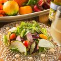 料理メニュー写真湘南地野菜の彩りサラダ