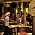 昭和レトロな非現実空間、情緒あふれる店内でおくつろぎください。