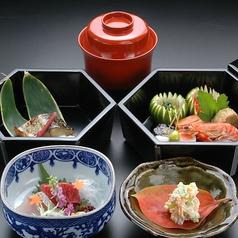 料理メニュー写真〈ご昼食〉【花乃膳】先附 御椀 向附 弁当 御飯 デザート 画像はイメージです。