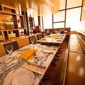 華やかなパーティーや結婚式の二次会にふさわしいお席です。大人数でもソファー席をゆったりお使い頂けます。