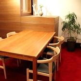 2階のテーブル席。友人とのお食事などに。