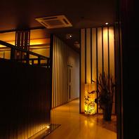 和の趣、黒を基調とした店内…居心地のいい雰囲気◎