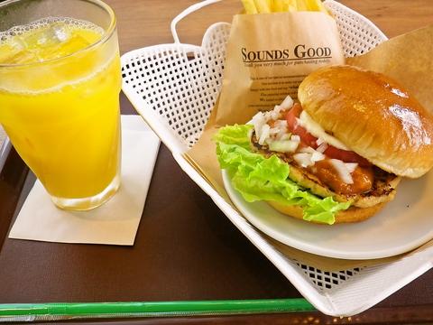 地元静岡の食材や名物を使用した、人気のご当地ハンバーガーが楽しめるお店。